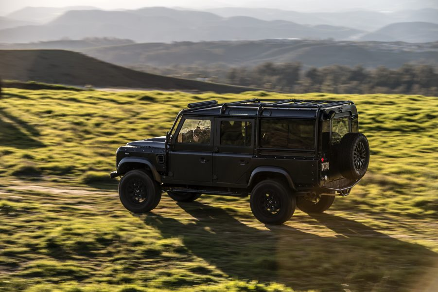 Land Rover Defender Offroading